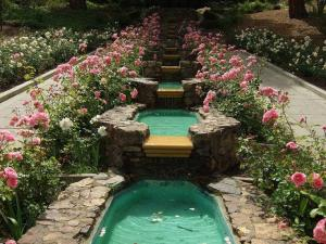c8d30b2a75dcbd72b9fcc60b9b6ed4e3--garden-waterfall-water-gardens
